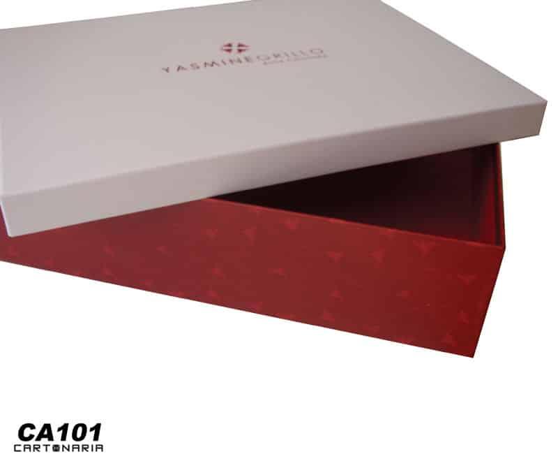 Caixa personalizada para entrega de trabalho de faculdade [CA101]