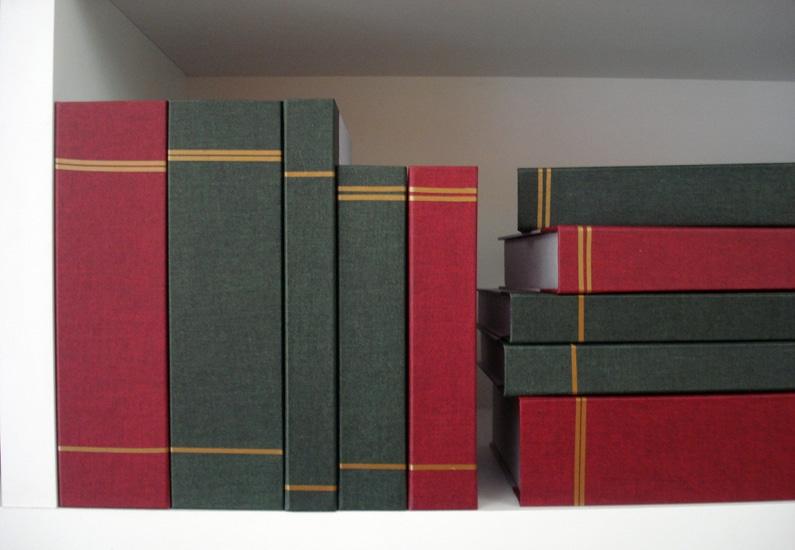 Livros falsos para decoração de loja de móveis [OT034]