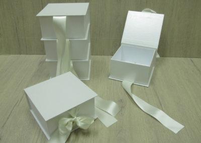 Caixa tipo livro com fechamento com laço de fita[PA335]